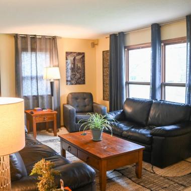 saint-paul-spirit-house-sober-living-pacific-house-living-room-2