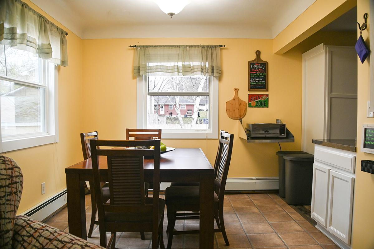 saint-paul-spirit-house-sober-living-white-bear-house-dinning-room