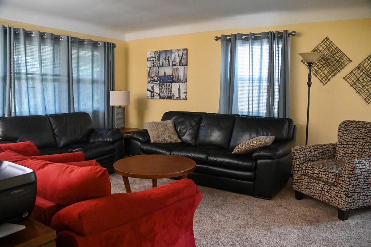 saint-paul-spirit-house-sober-living-white-bear-house-living-room